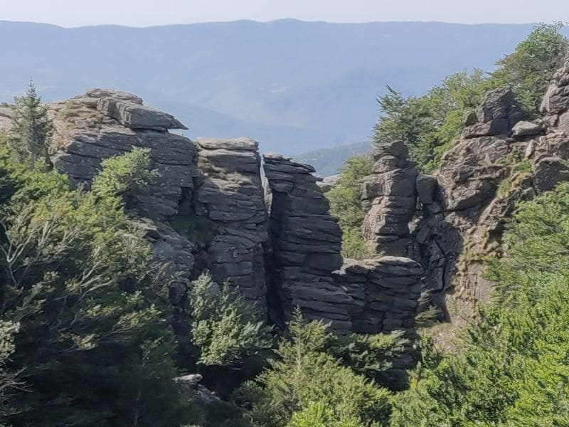 You will see many beautiful rock formations during a hike around Lake Vesoles.