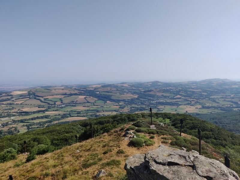 This spectacular view of the valley around Lacaune and the Haut-Languedoc awaits you from the top of Pic du Montalet.